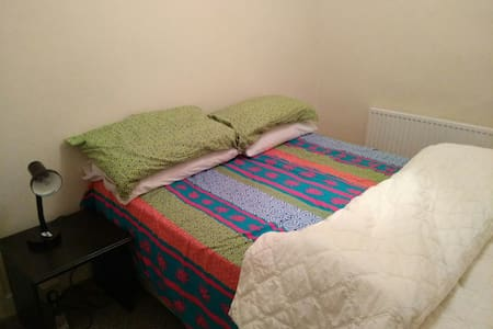 Lovely double room in town centre - Swansea - Bed & Breakfast