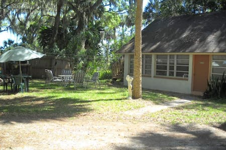 Waterfront A Bit Of Paradise  1BR/1BT Cottage - Titusville - Kisház