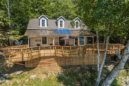 Classic Muskoka Cottage Getaway - Port Carling - Blockhütte