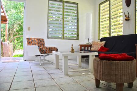 BEST LOCATION in VIEQUES casa mangó - Esperanza