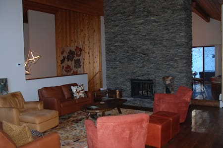Stratton Mtn,Renovated,Sleeps 12,  - Hus