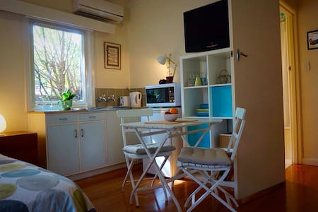 Sunny studio apartment - Melbourne. - Daire