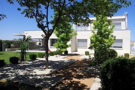 Villa with swimming pool and garden - Chalet