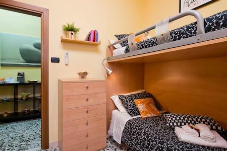 """Double room """"binario 2"""" near Tivoli train station - Tivoli - Bed & Breakfast"""