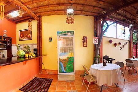 Habitación con baño compartido - Alajuela - Bed & Breakfast