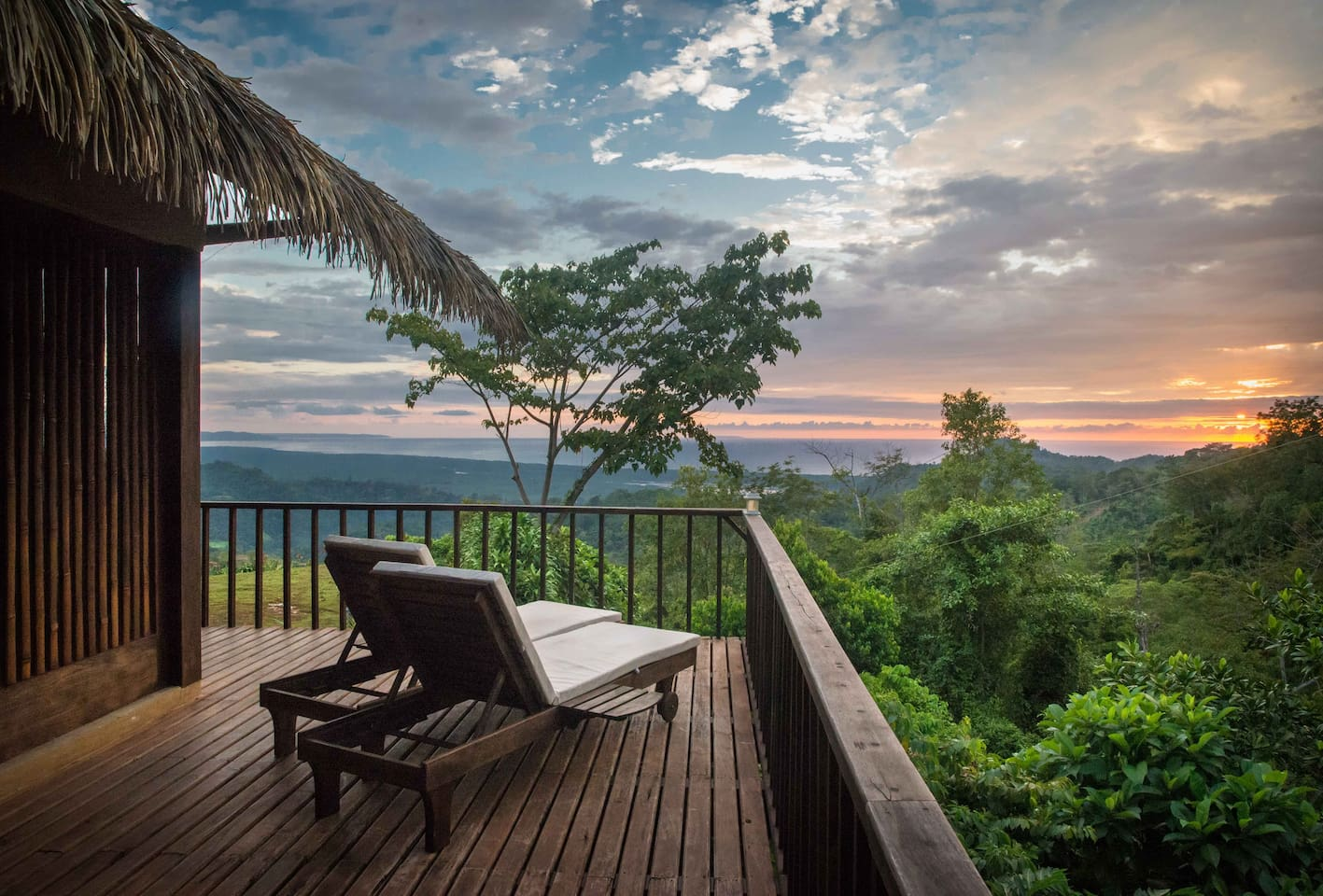 The front corner of the wrap-around balcony hangs over the jungle canopy to the right and offers spectacular sea & valley views straight ahead. A great place for a smoothie, watching the sunset from the comfort of one of our teak sun loungers