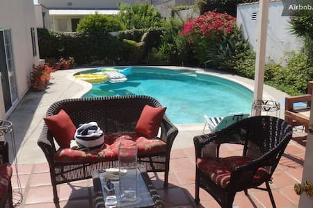 Beverly Hills Cozy 2 Bedrooms & 1 Bath & pool - Beverly Hills - Bungalow