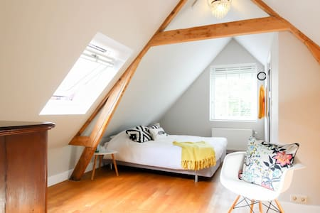 family attic with 2 bedrooms and private bathroom - Rotterdam