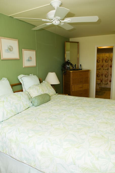 Spacious ocean view 1 bedroom and comfy king bed