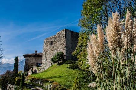 ESCLUSIVA MANSARDA AL CASTELLO - Kastil
