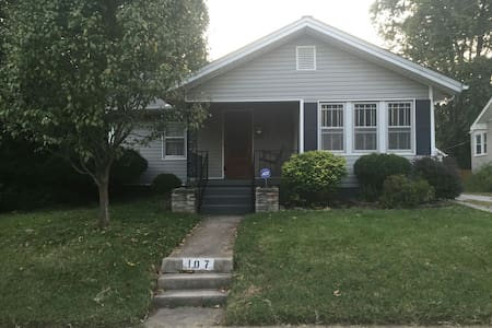 Cozy home in the heart of Downtown Columbia, MO - 獨棟