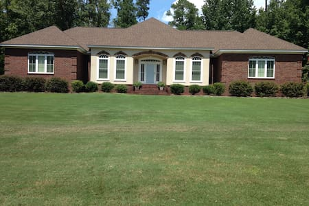 Spacious, contemporary rental-Masters' Tournament - Graniteville - House
