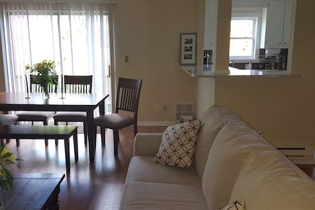 Lg, Newly Renovated 1 BR Condo Steps Fr Beach - 朗布蘭奇(Long Branch) - 公寓
