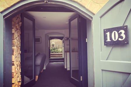 The Courtyard Apartment - Apartemen