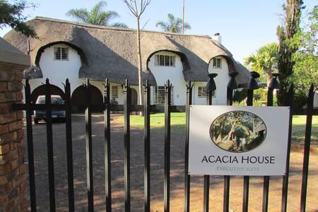 Acacia House Executive Suite - Sandton - Lägenhet