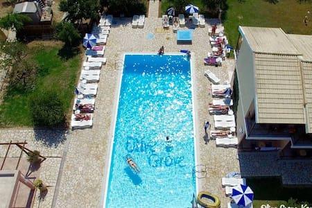 Olive Grove Resort3 - Flat
