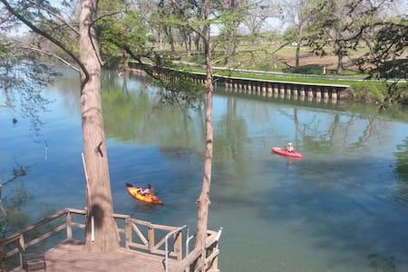 River front getaway - Seguin