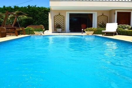 Villa Casablanca - Anavissos - Villa