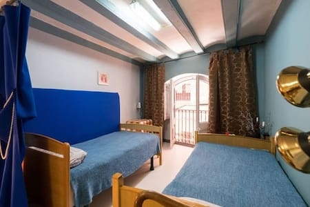 2 BEDS WITH WINDOW IN CENTER - Apartment