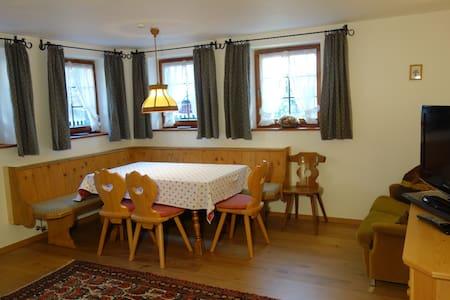 Tyrol Apartment for 4-5 near Arlberg - Lakás