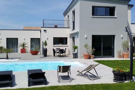 Maison moderne avec piscine et accès au golf - Talmont-Saint-Hilaire - Villa