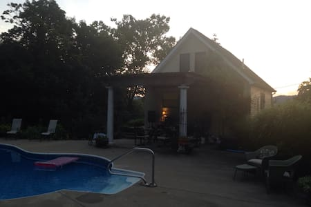 Private pool house near Ohio River - Portsmouth - Hus