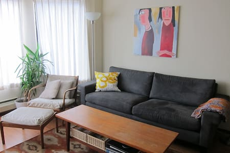 Room type: Shared room Bed type: Couch Property type: Apartment Accommodates: 1 Bedrooms: 1 Bathrooms: 1