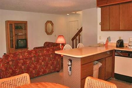 Wolf Run Manor at Treasure Lake - DuBois - Apartamento