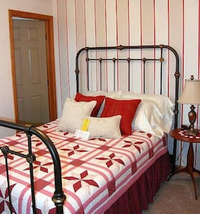 2 Bdrm Suite w/Full Breakfast - Bed & Breakfast
