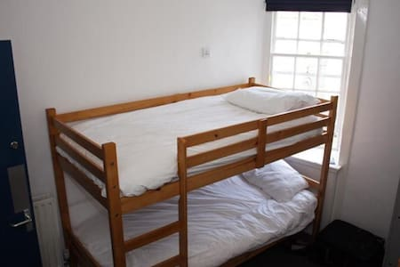 Haggis Hostels - 4 Bed Female Dorm
