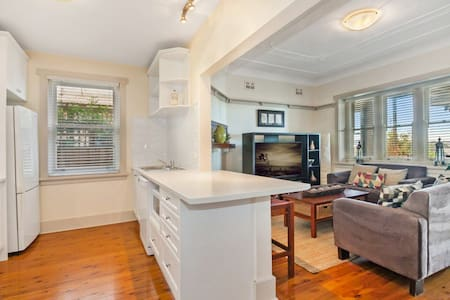 Charming Federation Apartment in Manly - Daire
