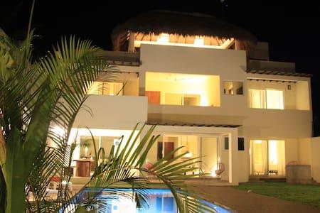 Casa Margarita  - Brisas de Zicatela - Casa