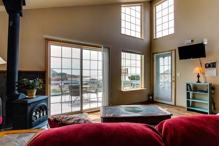 Ocean view in the heart of Yachats! - Yachats