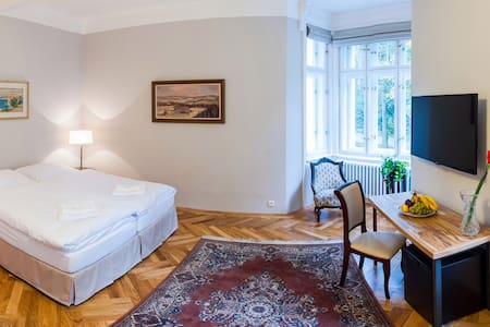 Great B&B close to Prague - Jevany - Bed & Breakfast