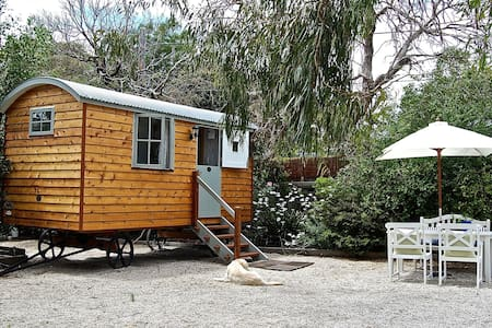 Peninsula Shepherds Hut Retreat - Mount Eliza - Baraka