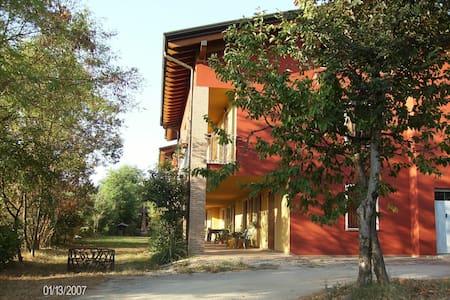 A typical farmhouse on the hill! - Montichiari