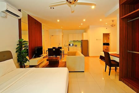 II)FAMILY STUDIO SUITE IN GEORGETOWN_2 DOUBLE BEDS - George Town - Apartment