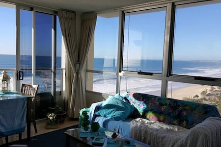 Enjoy the most stunning views of the beach - Surfers Paradise - Apartment
