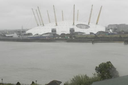 Room close to Olympics venue to Let - Annat