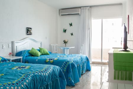 Ocean Front Suites 1 Cancun Plaza - Cancún - Apartment