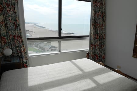 Large Apartment Next To Beach - Apartamento