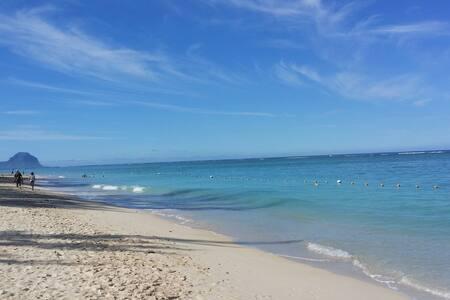 Condo 10 mins walk from the beach.. - Lakás