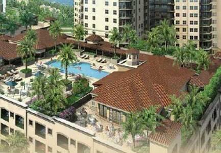 Luxury Apartment  w/ balcony