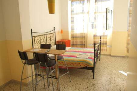 Family Private for 4 in Athens - Athina - Bed & Breakfast