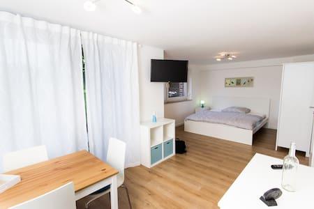 2-Zimmer Appart. mit Terasse, Bad WC, Küche,Wlan - Frechen - Apartamento