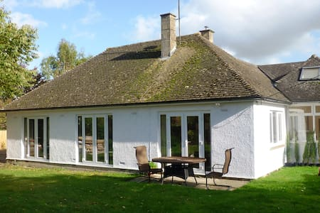 Malmesbury Cottage w/Garden/Hot Tub - Malmesbury