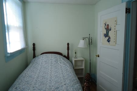 Cute room near historic Old Salem - Winston-Salem