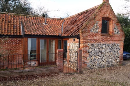 Charming converted barn, Norfolk - Hus