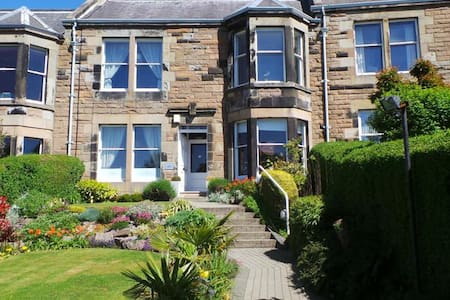 2. High quality bed in  good area - Edinburgh - Bed & Breakfast