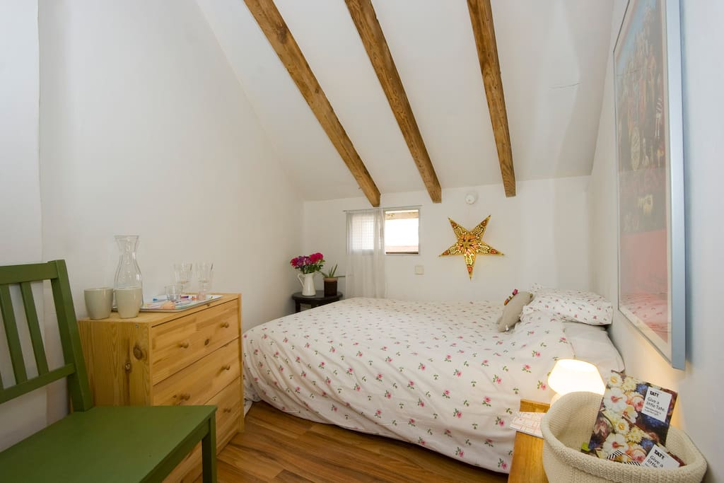 Cute penthouse room in Madrid!!!